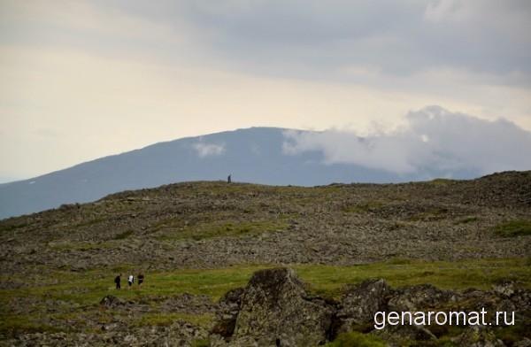 Уральским горам около 600 миллионов лет, считается, что все активные процессы давно затухли. Поэтому горы относительно невысоки и пологи.
