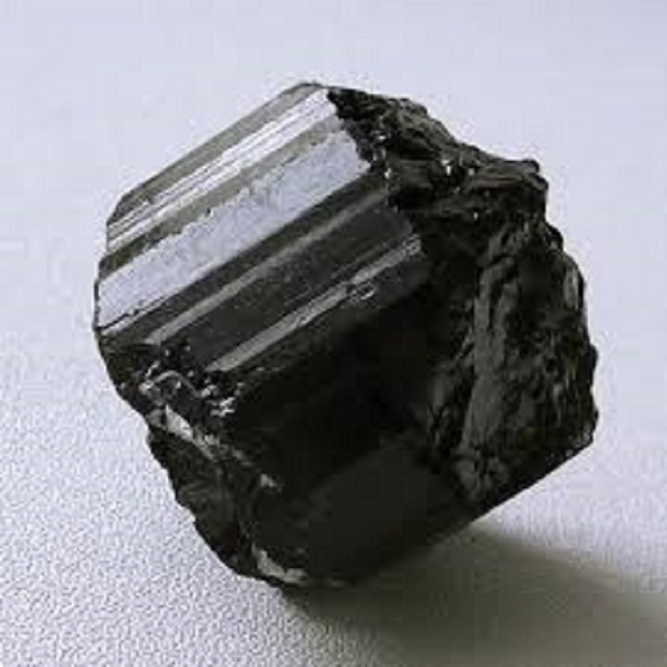 Турмалин-дважды железный африцит или Черный Шерл. Проявляет наиболее целебные свойства на организм человека. Входит в состав турманиевой керамики.