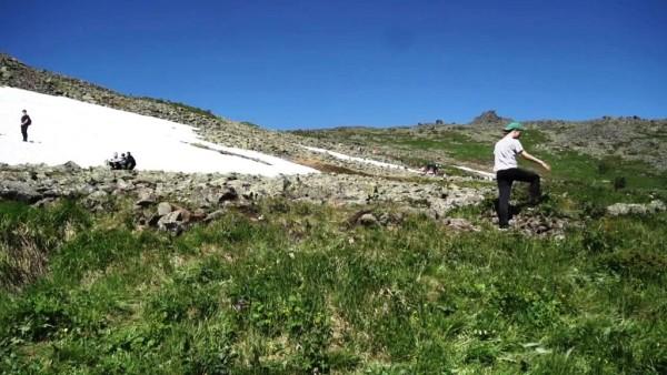 Снежники на Конжаке доставляют немало удовольствия участникам-туристам марафона.