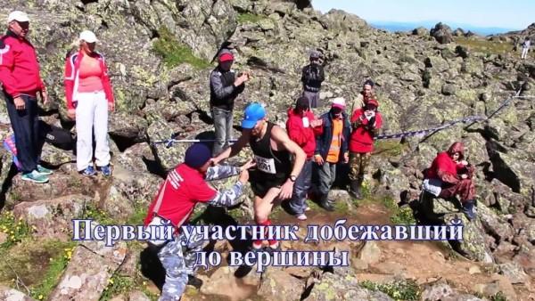 Антон Головин- мастер спорта из Заречного, первым добежал до вершины и первым повернул вниз.