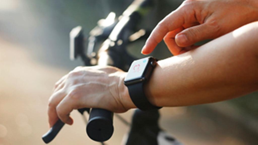 Фитнес браслет и голосовой ввод