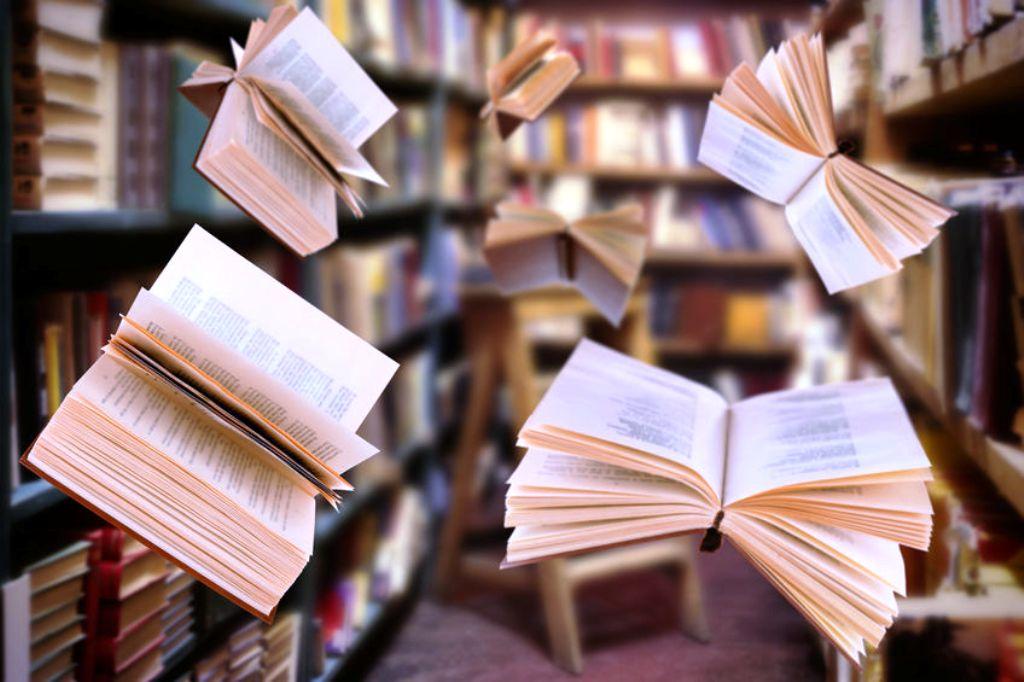 Упала книга в библиотеке